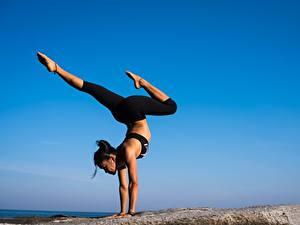 Фото Гимнастика Брюнетка Ноги Тренируется Йога Девушки