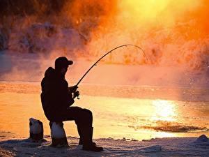 Картинки Рыбалка Мужчины Сидит Пар