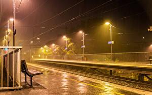 Фото Австралия Железные дороги Дождь Мельбурн Ночью Уличные фонари Скамья Города