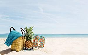 Картинки Ананасы Сумка Полотенце Вьетнамки Пляж