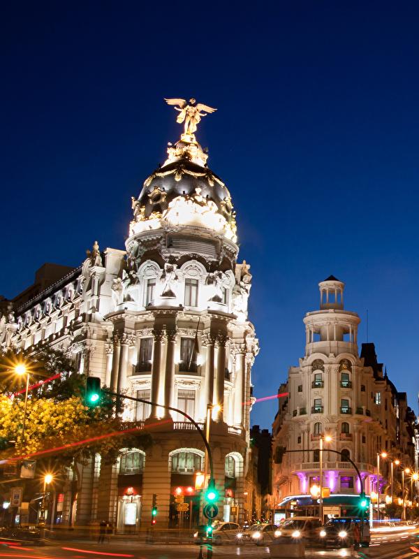 Фотография Мадрид Испания улице Движение ночью Здания Города 600x800 для мобильного телефона улиц едет Улица едущий едущая скорость Ночь в ночи Ночные Дома город
