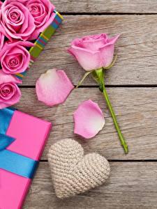Фото Розы День святого Валентина Доски Розовая Сердечко Цветы