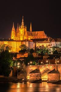 Обои Прага Чехия Здания Река Мосты Уличные фонари Ночь Города