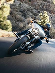 Фотографии Дороги Harley-Davidson Мотоциклист Спереди Скорость Electra Glide Milwaukee Eight 107 мотоцикл