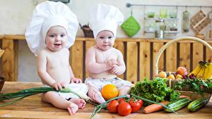 Картинка Овощи Помидоры Грудной ребёнок Вдвоем Повары Шапки
