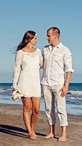 Обои Любовники Мужчины Объятие Пляж Двое Девушки
