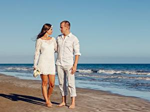 Обои Любовники Мужчины Объятие Пляж Двое Свидание Девушки