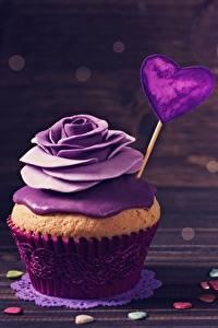 Фото Капкейк кекс Розы День всех влюблённых Фиолетовая Сердечко Еда