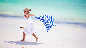 Обои Девочки Очки Пляже Платья ребёнок