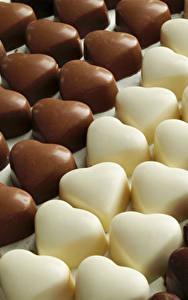 Фото Сладкая еда Конфеты Шоколад Много Сердечко Продукты питания