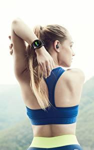 Обои Фитнес Часы Наручные часы Спина Рука Samsung Gear S3 Frontier Спорт Девушки