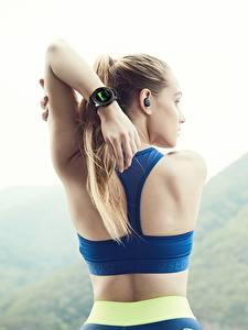 Обои Фитнес Часы Наручные часы Спина Рука Samsung Gear S3 Frontier Девушки