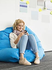 Фотография Блондинка Сидящие Улыбка Ноги Девушки