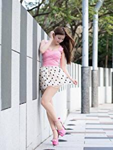 Фотография Азиатка Шатенка Боке Руки Платья Ноги Туфли молодые женщины