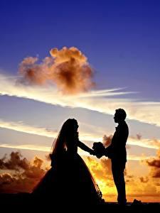 Картинки Рассветы и закаты Небо Мужчины Любовники Облако Силуэта Двое Жениха Невеста