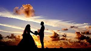 Картинки Рассветы и закаты Небо Мужчина Любовники Облако Силуэта Двое Жениха Невеста