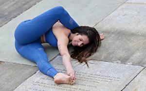 Картинка Гимнастика Фитнес Ноги Девушки Спорт