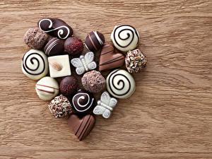 Фото День святого Валентина Сладкая еда Конфеты Шоколад Доски Серце Продукты питания