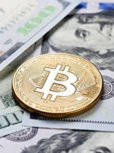 Обои для рабочего стола Биткоин Монеты Доллары Деньги
