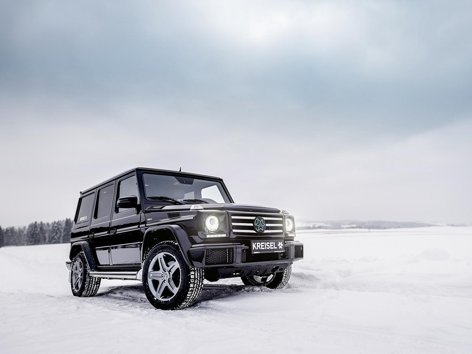 Обои для рабочего стола Mercedes-Benz G-класс W463 Зима черных снегу Автомобили 1600x1200 Мерседес бенц Гелентваген Черный черные черная зимние Снег снеге снега авто машина машины автомобиль