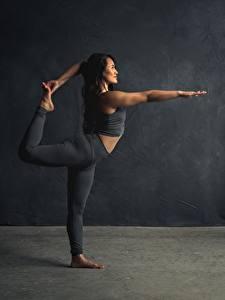 Фотографии Фитнес Гимнастика Растяжка упражнение Ног Поза Тренировка девушка Спорт