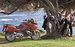 Фото BMW - Мотоциклы Мужчины Шлем Двое 2003-09 R 1200 RT Мотоциклы Девушки