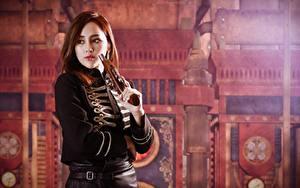 Фото Пистолет Азиаты Шатенка Взгляд Униформа Боке Девушки