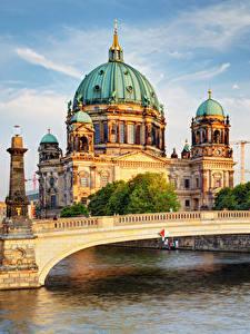 Картинки Берлин Храмы Река Мосты Собор Германия Города