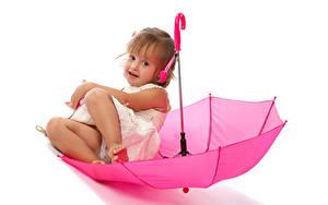 Картинка Белый фон Девочки Сидящие Зонт Розовый Дети