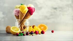 Фотографии Мороженое Ягоды Фрукты Вафельный рожок Еда