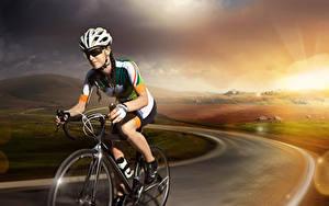 Картинка Дороги Велосипед Шлем Очках спортивный Девушки