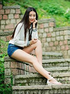 Обои Азиаты Брюнетки Лестница Сидит Ног Шорты Смотрит Девушки