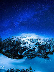 Картинка Зима Небо Звезды Горы Снеге В ночи Дерево Природа