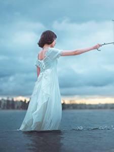 Фото Азиаты Вода Зонт Платье Девушки