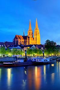 Обои Германия Реки Здания Ночь Бавария Regensburg Города