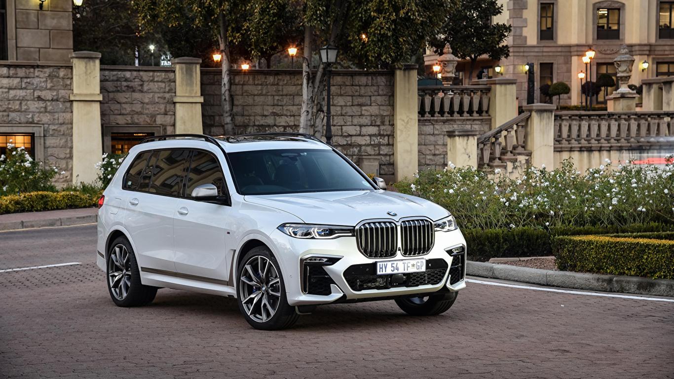 Картинка BMW Кроссовер 2019 X7 M50d Белый машина Металлик 1366x768 БМВ CUV белая белые белых авто машины Автомобили автомобиль