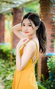 Картинка Азиатки Боке Платья Позирует Миленькие Смотрит девушка