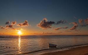 Обои Рассвет и закат Море Лодки Пляжа Солнца Природа