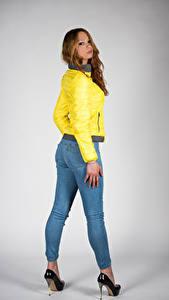 Фотографии Позирует Джинсов Куртках Взгляд Teresita молодая женщина