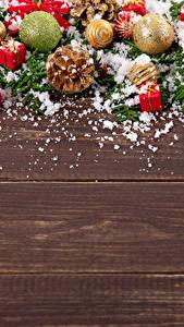 Картинка Новый год Доски Шарики Шишки Снегу