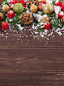 Картинка Новый год Доски Шарики Шишки Снег