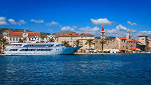 Картинки Хорватия Здания Пирсы Корабль Залива Trogir город