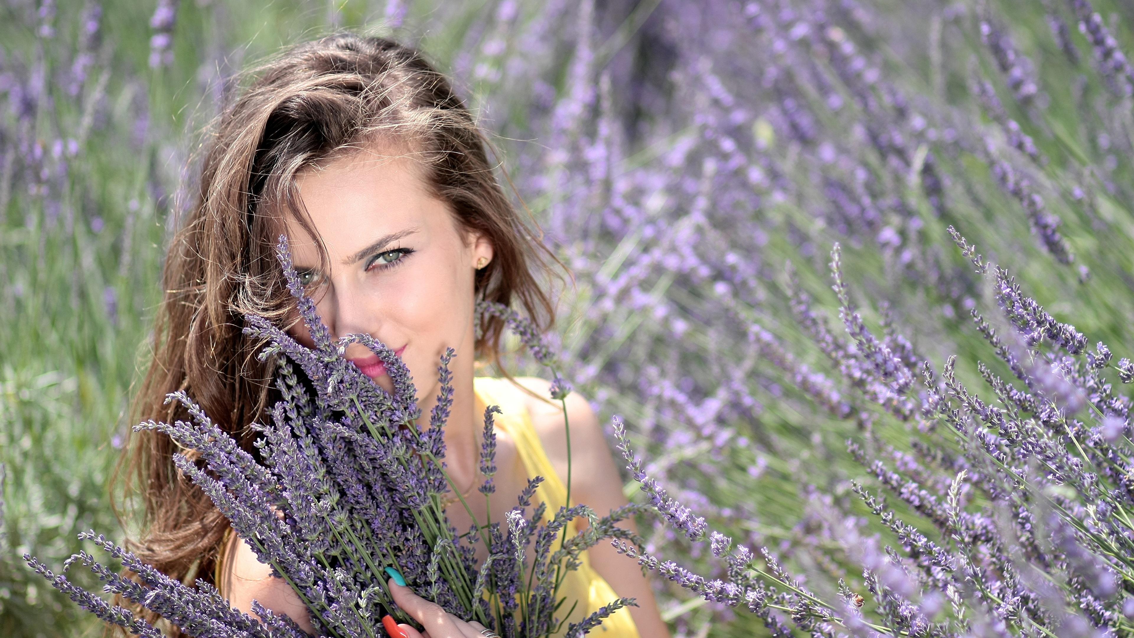 Фото Шатенка маникюра Улыбка красивый Девушки Лаванда Взгляд 3840x2160 шатенки Маникюр улыбается Красивые красивая девушка молодые женщины молодая женщина смотрят смотрит