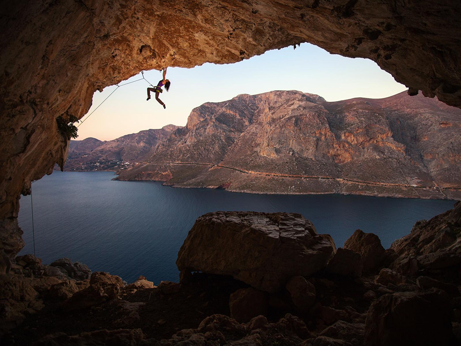 Фотографии Греция Альпинист Kalymnos Горы Скала Пещера Природа Альпинизм молодые женщины Залив Камень 1600x1200 альпинисты Утес гора скалы скале пещеры пещере Девушки девушка молодая женщина Камни заливы залива