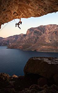 Фотографии Греция Горы Камни Альпинизм Пещера Залив Альпинист Скала Kalymnos Природа