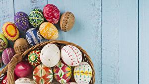 Фото Праздники Пасха Доски Яйца Дизайна Разноцветные