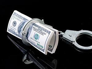 Фотография Деньги Купюры Доллары Черный фон Наручники