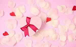 Фотографии День всех влюблённых Сердечко Лепестков