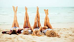 Обои Пляж Ноги Блондинка Четыре 4 молодая женщина