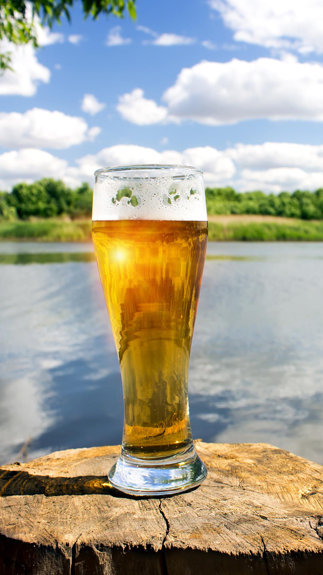 Фотография Пиво пне Стакан пене Продукты питания 1080x1920 для мобильного телефона Пень стакана стакане Еда Пища Пена пеной